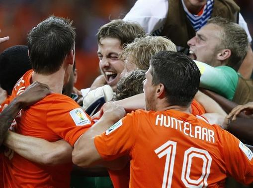 Goalkeeper Tim Krul (C) of the Netherlands celebrates with team mates after winning their penalty shootout in their 2014 World Cup quarter-finals at the Fonte Nova arena in Salvador July 5, 2014. REUTERS/Marcos Brindicci