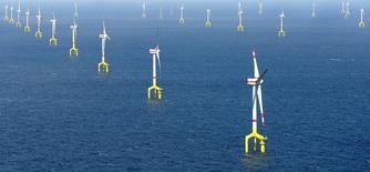 Le français Areva et l'espagnol Gamesa ont annoncé lundi avoir finalisé la création de leur coentreprise dans le secteur des éoliennes en mer avec l'ambition de prendre 20% du marché à l'horizon 2020. /Photo d'archives/REUTERS/Fabian Bimmer