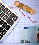 La Banque de France confirme mardi tabler sur une croissance de 0,2% de l'économie française au deuxième trimestre 2014. /Photo d'archives/REUTERS/Dado Ruvic