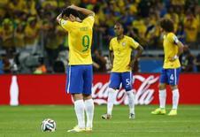 Jogadores do Brasil reagem após gol da Alemanha. 08/07/2014 REUTERS/Damir Sagolj