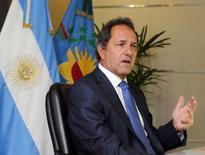 O governador da província de Buenos Aires, Daniel Scioli, concede entrevista à Reuters na capital argentina, em fevereiro. 11/02/2014 REUTERS/Enrique Marcarian