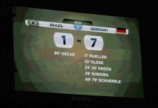 Placar mostra resultado da partida entre Brasil e Alemanha pela semifinal da Copa do Mundo. 08/07/2014. REUTERS/Ruben Sprich