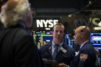 Stocks rise after Fed minutes; Brent falls