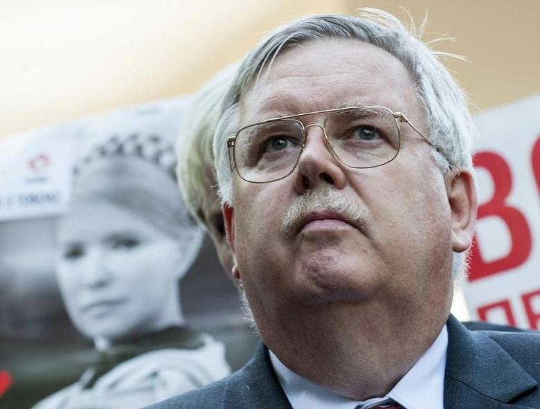 John Tefft meets the media after visiting jailed Ukrainian opposition leader Yulia Tymoshenko at a hospital in Kharkiv May 14, 2012. REUTERS/Dmitry Neymyrok