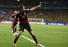 Jogador alemão Miroslav Klose celebra gol em partida contra Brasil no Estádio do Minerão, em Belo Horizonte. 8/7/2014 REUTERS/Marcos Brindicci