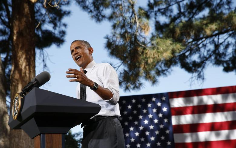 U.S. President Barack Obama speaks about the economy in Chessman Park in Denver July 9, 2014.  REUTERS/Kevin Lamarque