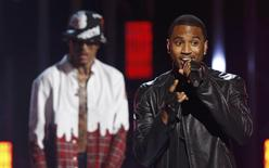 Trey Songz (R) performs with August Alsina during the 2014 BET Awards in Los Angeles, California June 29, 2014.  REUTERS/Mario Anzuoni