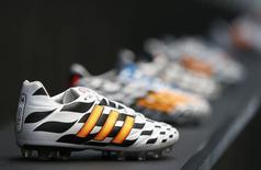 Chuteira da Adidas durante coletiva de imprensa na cidade alemã de Herzogenaurach. 24/6/2014 REUTERS/Michaela Rehle/Files