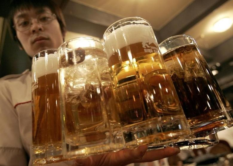 A waiter holds mugs filled with Sapporo beer at Sapporo Bier Garten in Sapporo, in Japan's northern island of Hokkaido February 19, 2007.  REUTERS/Yuriko Nakao