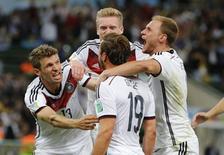 Alemães comemoram gol de Goetze no Maracanã.   REUTERS/Sergio Moraes