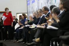 A presidente Dilma Rousseff faz um balanço da Copa do Mundo no Brasil junto a vários dos seus ministros, em Brasília, nesta segunda-feira. 14/07/2014 REUTERS/Ueslei Marcelino