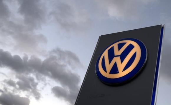 The logo of German carmaker Volkswagen is seen at a VW dealership in Hamburg, October 28, 2013.  REUTERS/Fabian Bimmer/Files