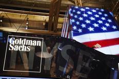 Goldman Sachs a vu son bénéfice progresser de 5% au deuxième trimestre, soutenu par une augmentation de son revenu tiré des activités de crédit et d'investissement.  /Photo d'archives/REUTERS/Lucas Jackson