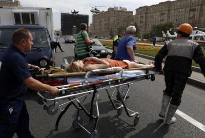 Moscow subway derails