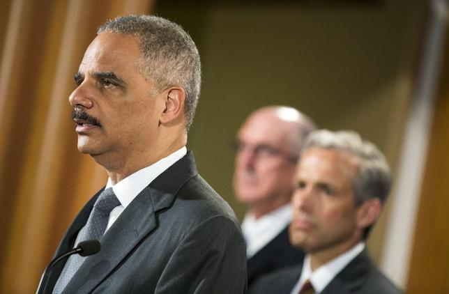 U.S. Attorney General Eric Holder (L) announces Citigroup Inc will pay $7 billion to settle a U.S. government investigation into mortgage-backed securities the bank sold in the run-up to the 2008 financial crisis, during a news conference in Washington July 14, 2014 file photo.     REUTERS/Joshua Roberts
