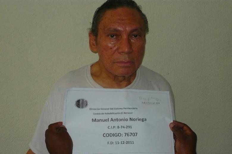 Manuel Noriega, Panama's former strongman, poses for a photograph in this picture received by Reuters in Panama City December 14, 2011. REUTERS/Panama's Ministry of Government and Justice/Handout