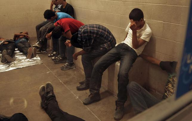 Immigrants who have been caught crossing the border illegally are housed inside the McAllen Border Patrol Station in McAllen, Texas July 15, 2014, where they are processed.  REUTERS/ Rick Loomis/Pool
