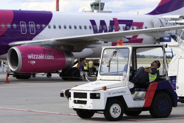 An airport employee rests at Budapest Airport July 10, 2014.  REUTERS/Bernadett Szabo