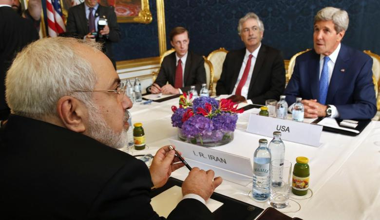 Iran's Foreign Minister Javad Zarif (L) holds a bilateral meeting with U.S. Secretary of State John Kerry (R) on the second straight day of talks over Tehran's nuclear program in Vienna, July 14, 2014.    REUTERS/Jim Bourg