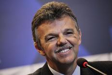 Ex-goleiro Gilmar Rinaldi sorri durante coletiva de imprensa em que foi anunciado como novo coordenador-geral de seleções da Confederação Brasileira de Futebol (CBF), no Rio de Janeiro. 17/06/2014. REUTERS/Ricardo Moraes (BRAZIL - Tags: SPORT SOCCER)