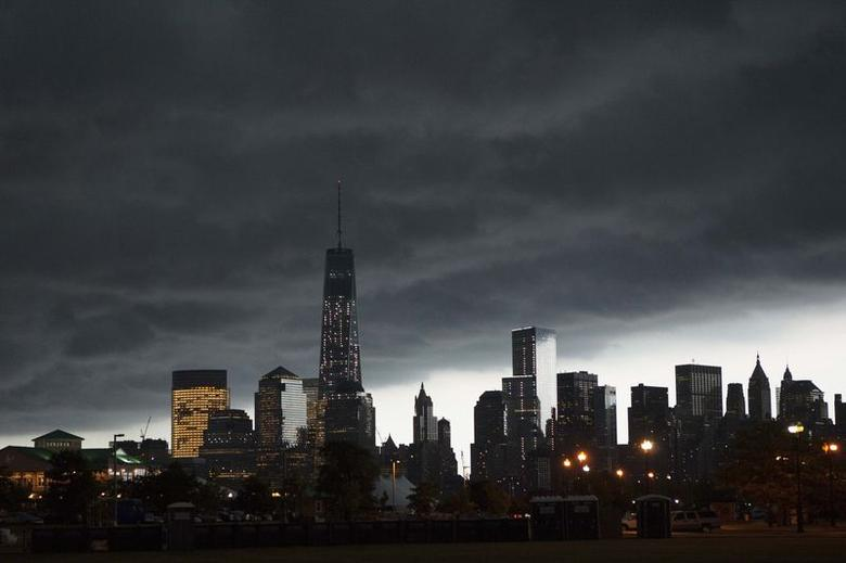 The skyline of Lower Manhattan is seen under the arrival of a summer storm in New York, July 3, 2014.   REUTERS/Eduardo Munoz