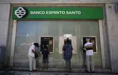 """Banco Espirito Santo (BES), la plus grand banque cotée du Portugal, a annoncé lundi que la nomination d'un conseil financier chargé d'améliorer """"la structure de bilan"""" de la banque était en cours de conclusion. /Photo prise le 15 juillet 2014/REUTERS/Rafael Marchante"""