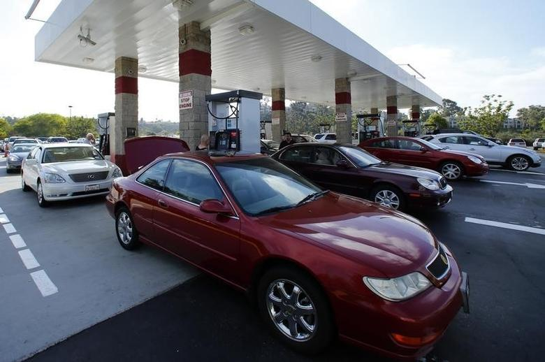 People fill up their tanks with gasoline at a Costco Gas Station in Carlsbad, California October 5, 2012.  REUTERS/Mike Blake