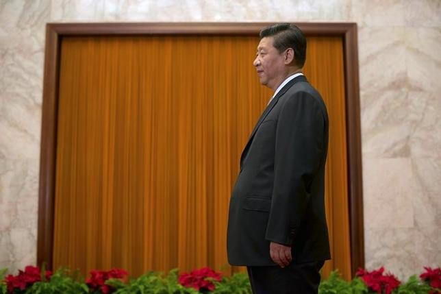 China's President Xi Jinping waits to greet Cuba's First Vice President of the Council of State Miguel Diaz-Canel at the Great Hall of the People in Beijing June 18, 2013.  REUTERS/Ed Jones/Pool