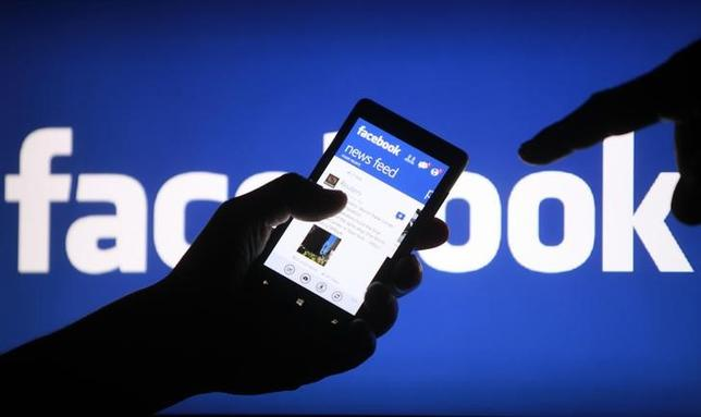 A smartphone user shows the Facebook application on his phone in the central Bosnian town of Zenica, in this photo illustration, May 2, 2013. REUTERS/Dado Ruvic