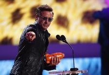 """Imagen de archivo del actor Robert Downey Jr. en la entrega de los premios Kids' Choice en Los Angeles, mar 29 2014. Robert Downey Jr, la estrella de las franquicias del estudio Disney """"Iron Man"""" y """"The Avengers"""", de Marvel, es el actor mejor pagado en Hollywood por segundo año consecutivo, con ganancias estimadas en 75 millones de dólares, según Forbes.com.   REUTERS/Mario Anzuoni"""