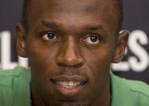 Usain Bolt posa para foto durante lançamento de sua autobiografia em Londres, em 19 de setembro de 2013.  REUTERS/Neil Hall