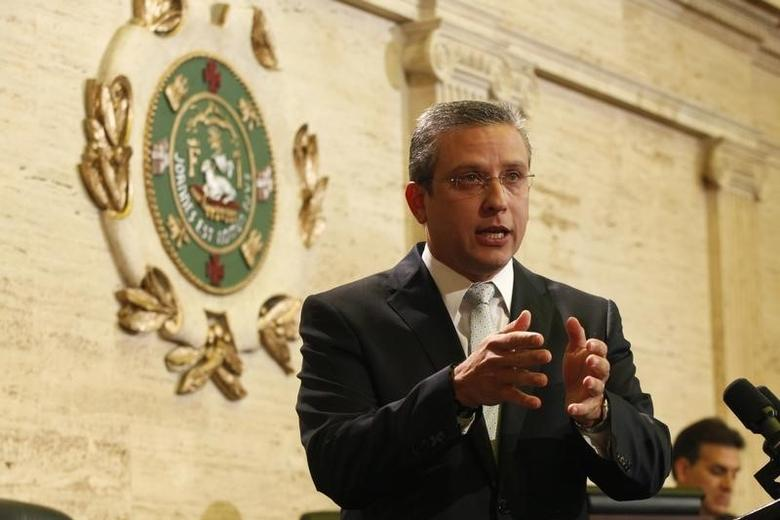 Puerto Rico's governor Alejandro Garcia Padilla addresses the legislature about a billion-dollar cut in public spending and his new economic initiatives, in San Juan April 29, 2014. REUTERS/Ana Martinez-Santiago