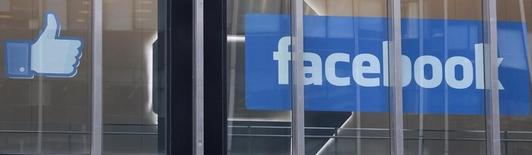 Les annonces publicitaires sur appareils mobiles ont dopé le chiffre d'affaires de Facebook au deuxième trimestre. Le groupe a réalisé un CA de 2,91 milliards de dollars, contre 1,81 milliard il y a un an. /Photo d'archives/REUTERS/Lee Celano