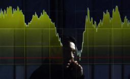 Les principales Bourses européennes ont ouvert en baisse jeudi après deux séances consécutives de gains dans un contexte de prudence avant la publication d'indicateurs macroéconomiques de premier plan et d'un flot de résultats trimestriels. La persistance des tensions en Ukraine et à Gaza continue de peser. À Paris, le CAC 40 cède 0,19% vers 09h30. À Francfort, le Dax recule de 0,35% et à Londres, le FTSE perd 0,25%. /Photo d'archives/REUTERS/Yuya Shino