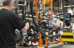 Le secteur manufacturier américain a vu sa croissance décélérer contre toute attente en juillet, sous le coup notamment d'une hausse ralentie des nouvelles commandes et des créations d'emplois. /Photo d'archives/REUTERS/James Fassinger