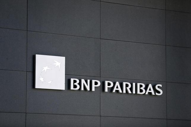 A BNP Paribas logo is pictured on a building of the bank in Geneva July 1, 2014.  REUTERS/Pierre Albouy