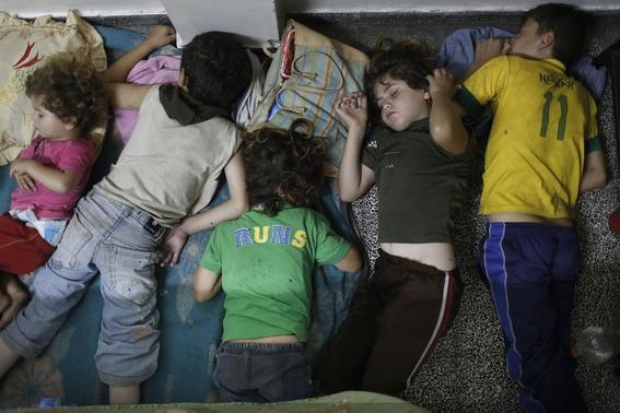 Palestinian children taking refuge from an Israeli ground invasion and air strikes sleep at a United Nations school in Jabaliya in the northern Gaza Strip,  July 25, 2014. REUTERS/Finbarr O'Reilly