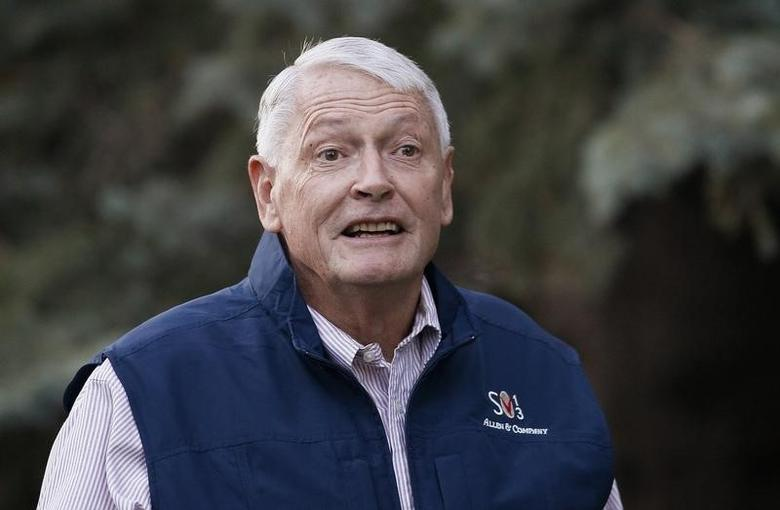 Liberty Media Corp. chairman John Malone arrives at the annual Allen and Co. conference at the Sun Valley, Idaho Resort July 12, 2013.  REUTERS/Rick Wilking