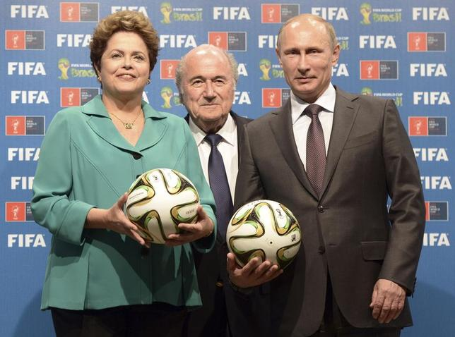 Russia's President Vladimir Putin (R), Brazil's President Dilma Rousseff (L) and FIFA President Sepp Blatter take part in the official hand over ceremony for the 2018 World Cup scheduled to take place in Russia, in Rio de Janeiro July 13, 2014. REUTERS/Alexey Nikolsky/RIA Novosti/Kremlin