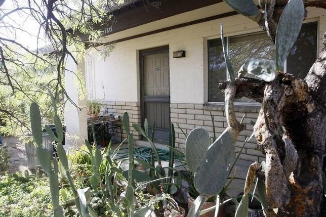 The front door on the home of Jared Lee Loughner, 22, who is accused of killing six people dead and wounding 13 others in Tucson, Arizona January 10, 2011.  REUTERS/Rick Wilking