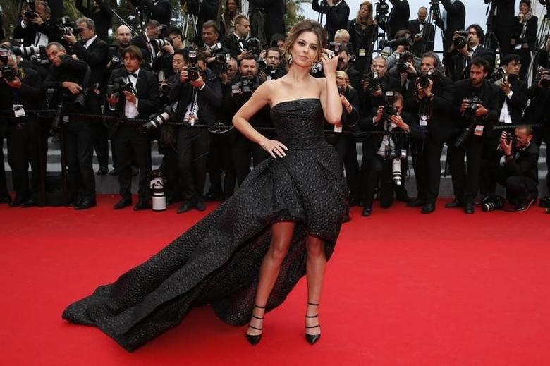 Singer Cheryl Cole poses on the red carpet as she arrives for the screening of the film ''Foxcatcher'' in competition at the 67th Cannes Film Festival in Cannes May 19, 2014.        REUTERS/Benoit Tessier