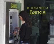 Bankia a dégagé un bénéfice net quasi doublé au deuxième trimestre, à la faveur d'une hausse plus forte que prévu de ses revenus tirés du crédit, ce qui est de bon augure pour la banque nationalisée et l'ensemble du secteur bancaire espagnol. /Photo d'archives/REUTERS/Sergio Perez