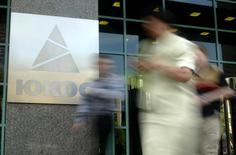 Офис Юкоса в Москве 8 июля 2004 года. Суд в Гааге в понедельник обязал Россию выплатить $50 миллиардов бывшим акционерам нефтяной компании Юкос. REUTERS/Viktor Korotayev