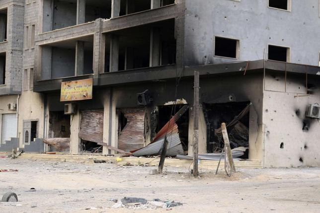 A damaged building is pictured after clashes between rival militias, in an area at Alswani road in Tripoli July 28, 2014.   REUTERS/Hani Amara
