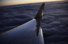 Logo da Gol fotografado na asa de um avião após decolagem no aeroporto de Belo Horizonte. 27/05/2014. REUTERS/Nacho Doce