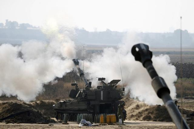 An Israeli mobile artillery unit fires towards the Gaza Strip July 28, 2014.REUTERS/Baz Ratner
