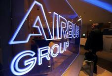Le titre Airbus Group figure au rang des valeurs à suivre ce mardi à la Bourse de Paris, le constructeur aéronautique ayant notifié à la compagnie aérienne japonaise Skymark Airlines que la  commande de six A380 ne serait pas exécutée, la compagnie n'étant pas en mesure de la financer. /Photo d'archives/REUTERS/Régis Duvignau
