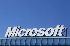 La Chine a annoncé l'ouverture formelle d'une enquête visant Microsoft qu'elle soupçonne d'infractions à la législation de la concurrence, lui reprochant notamment de ne pas avoir dévoilé un certain nombre d'informations sur son système d'exploitation Windows et sur sa suite bureautique Office. /Photo d'archives/REUTERS/Bogdan Cristel