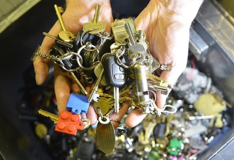 Manager Paul Cowan holds a handful of the thousands of house and car keys waiting to be claimed at the Transport for London Lost Property Office (LPO) in central London February 14, 2013. REUTERS/Toby Melville