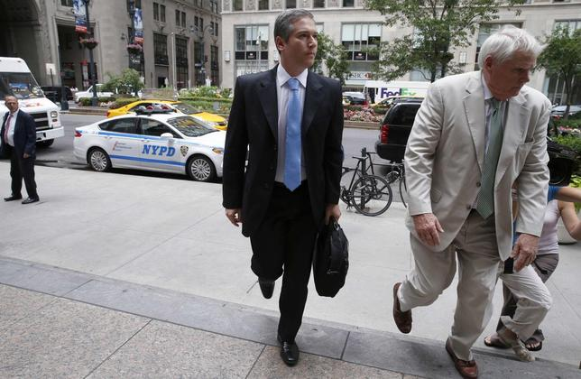 Javier Pargament (L), deputy attorney general for Argentina, arrives for debt negotiation talks with court-appointed mediator Daniel Pollack in New York, July 24, 2014.  REUTERS/Mike Segar